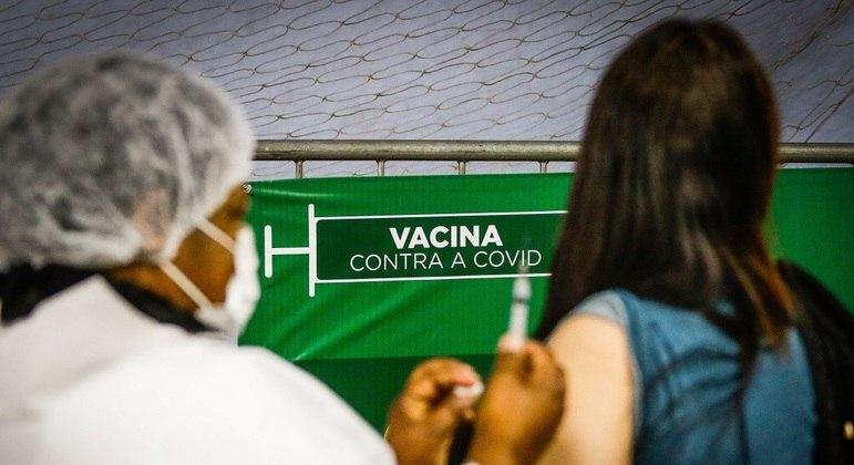 Percentual da população completamente imunizada ainda é baixo: 17,8%
