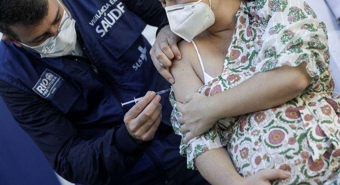 Brasil bate recorde diário de vacinas aplicadas com 2,5 milhões de doses