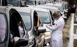 A operação de imunização nos drive-thrus tem o apoio da CET (Companhia de Engenharia de Tráfego) para coordenar a organização do trânsito local. O funcionamento das cinco unidades será entre 8h e 17h