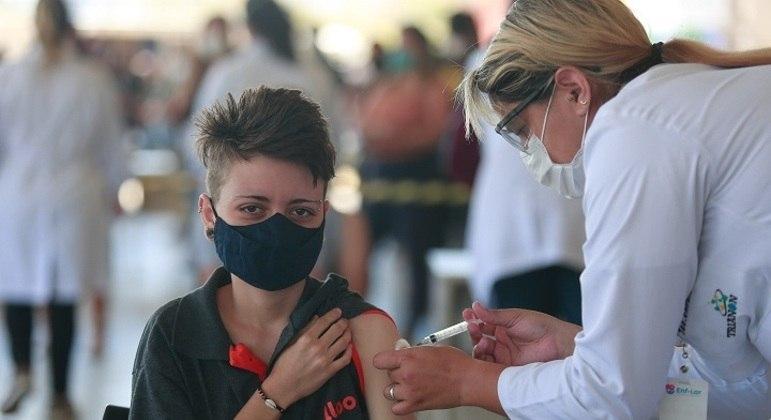 Vacinação para adolescentes de 16 anos começa, a partir desta sexta-feira (10), no DF