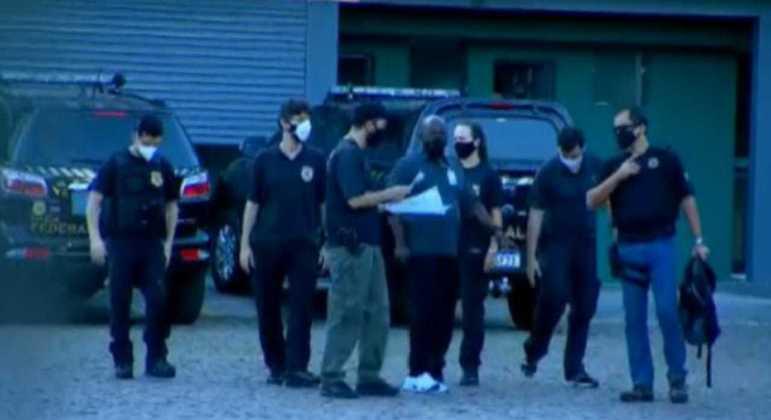 Polícia Federal fez operação em garagem de empresa onde vacinação teria ocorrido