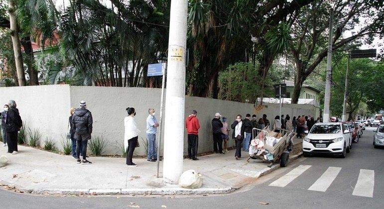 Unidades Básicas de Saúde registraram filas na última sexta (19)