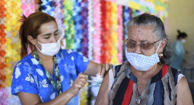 Vacinação evitou a morte de quase 14 mil idosos acima dos 80 anos
