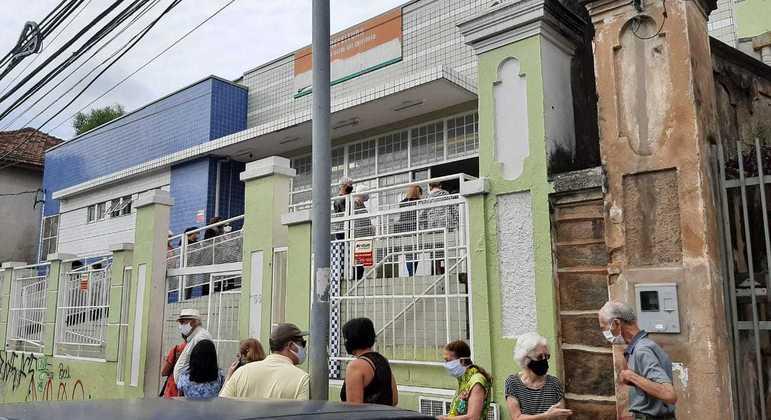 Vacinação em Belo Horizonte chegou a pessoas com 52 anos de idade