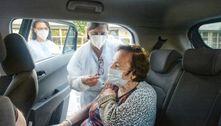 Santo André (SP) começa a vacinar idosos em postos de drive-thru