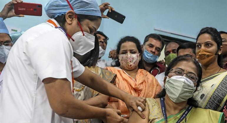 Índia inicia operação de guerra para vacinar 1,4 bilhões de pessoas