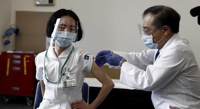 Estudo foi feito com médicos que receberam as duas doses da Pfizer