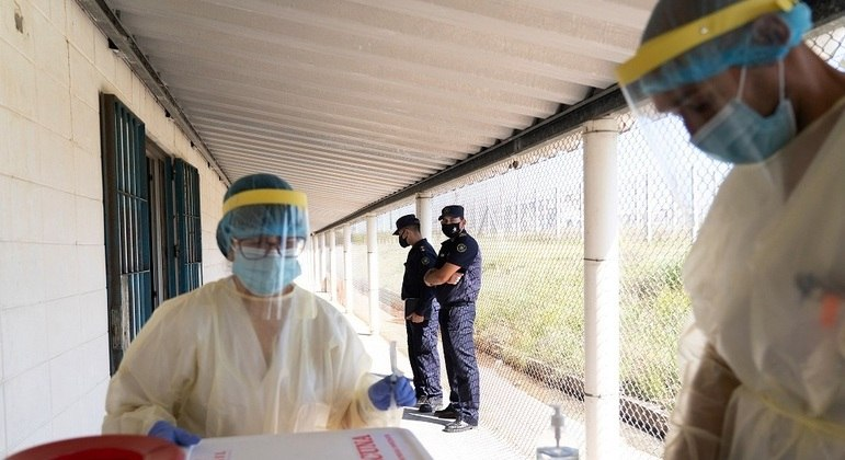 Uruguai bate recorde de casos ativos de coronavírus