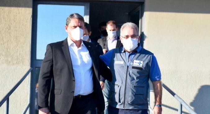 Ministros vão ao porto de Santos para começar vacinação de trabalhadores