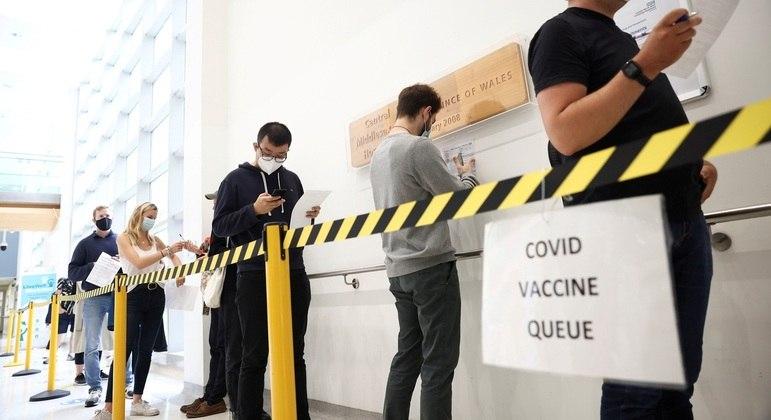 Mais de 82% dos britânicos já concluíram esquema vacinal contra Covid-19