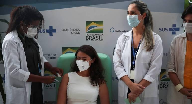 Mais de 604 mil profissionais de saúde foram vacinados até esta segunda (25)