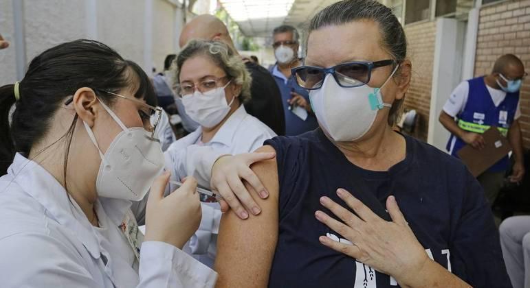Cerca de 58% do grupo prioritário já tomaram a primeira dose da vacina