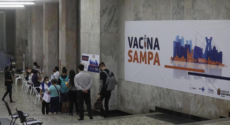 Cidade de São Paulo enfrenta falta de vacinas da AstraZeneca para segunda dose