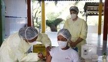 Profissionais da Saúde maiores de 18 anos são vacinados nesta sexta
