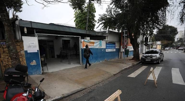 Após suspensão da vacinação por falta de doses, SP volta a imunizar pessoas com 49 anos