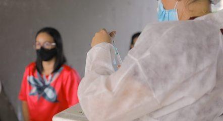 Manaus inicia vacinação de jovens a partir de 20 anos