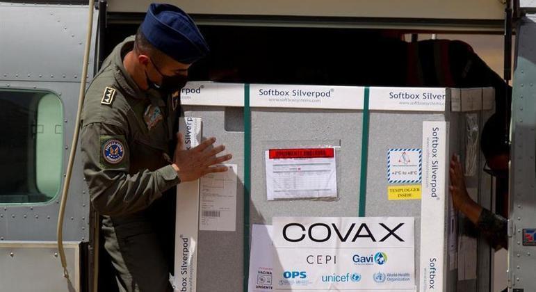 Entrega de vacinas por meio do mecanismo Covax serão afetadas