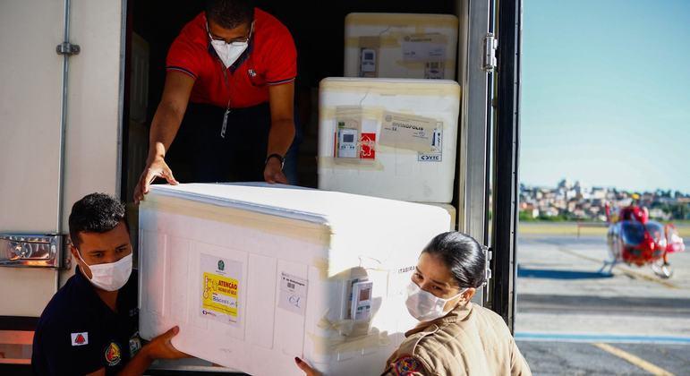 Estado distribuiu menos de 500 mil doses de vacinas até o momento
