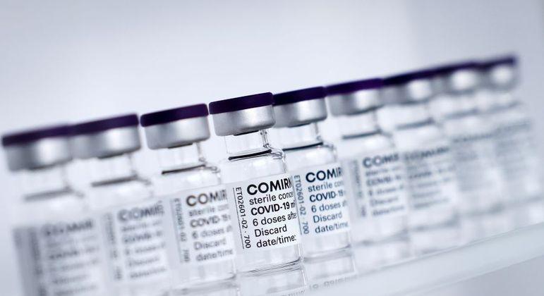 Vacinas da Pfizer começaram a ser distribuídas no Brasil nesta segunda (3)