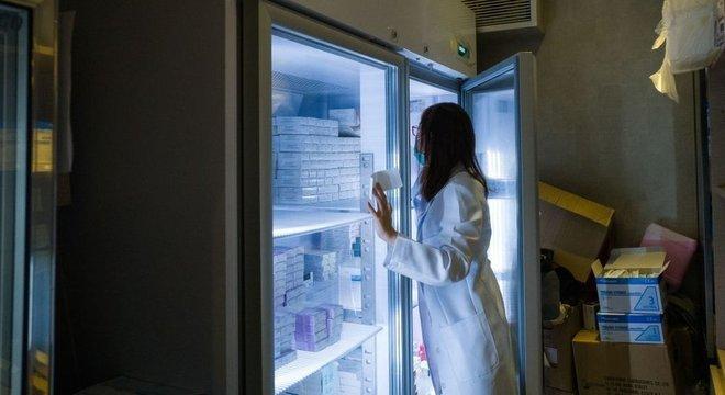 As vacinas também devem ser mantidas refrigeradas em todos os locais da rede de distribuição