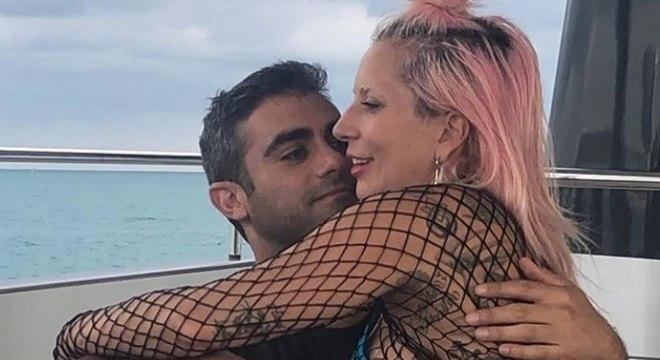 Lady Gaga mostra o seu novo namorado em foto no Instagram. Veja!