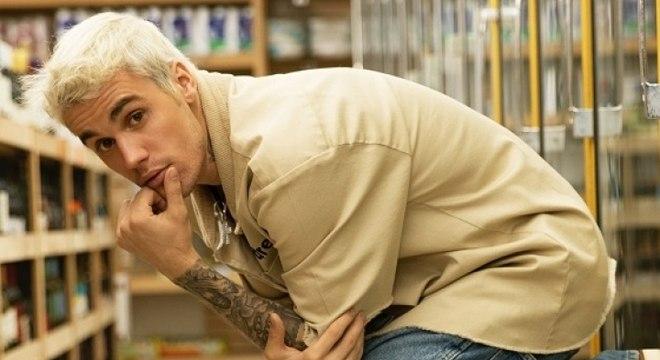 Roddy Ricch chega ao topo e Justin Bieber estreia em 2º lugar: Veja o top 10 singles dos EUA!