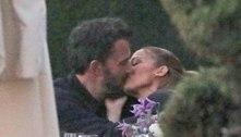 Jennifer Lopez e Ben Affleck são vistos aos beijos em Malibu. Veja!
