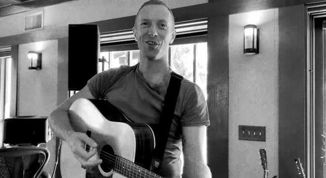 Chris Martin canta músicas do Coldplay e faz cover de David Bowie em live no Instagram. Veja!