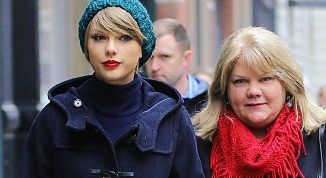 Em nova entrevista, Taylor Swift revela que sua mãe está com um tumor no cérebro