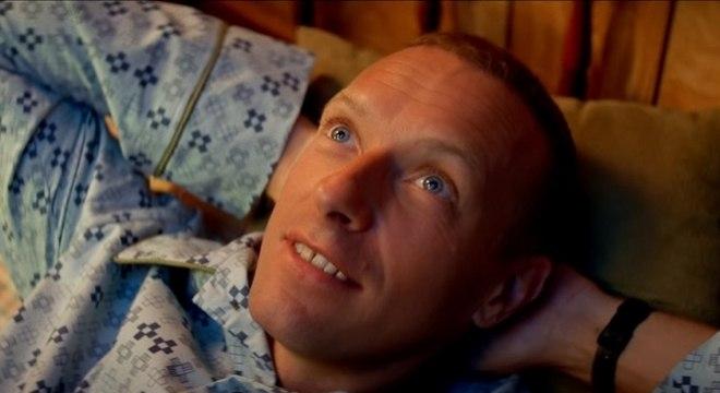 Coldplay volta à infância em seu novo clipe,