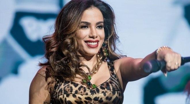 Anitta recebe proposta de US$ 15 milhões por turnê internacional