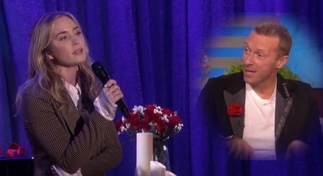 Emily Blunt pede desculpas para Chris Martin por ignorá-lo com uma paródia de