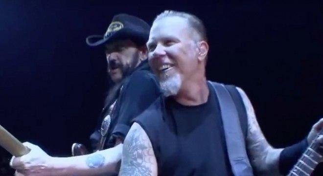 Metallica posta homenagem a Lemmy, do Mötörhead, no aniversário de morte do vocalista