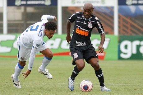 Vágner Love abriu o placar para o Corinthians