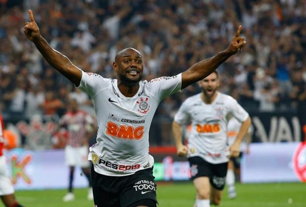 Vagner Love - atacante - Sua contratação no ano passado custou R$ 1,4 milhão ao Corinthians, somando salários, comissões, luvas e afins. Estava livre no mercado e continua no clube.
