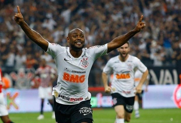 Vagner Love - Corinthians 2 x 1 São Paulo - 2019 - A decisão do Paulistão caminhava para os pênaltis quando Vagner Love recebeu de Sornoza e bateu de primeira, marcando o gol do título do Timão na Arena.
