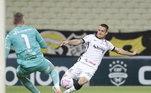 Poucos chutes ao golO setor ofensivo do Corinthians é mais um desafio a Mancini. O time não consegue acertar as finalizações. Por exemplo, na derrota por 2 a 1 para o Ceará, a equipe chutou 10 vezes, mas apenas três foram na direção de Fernando Prass