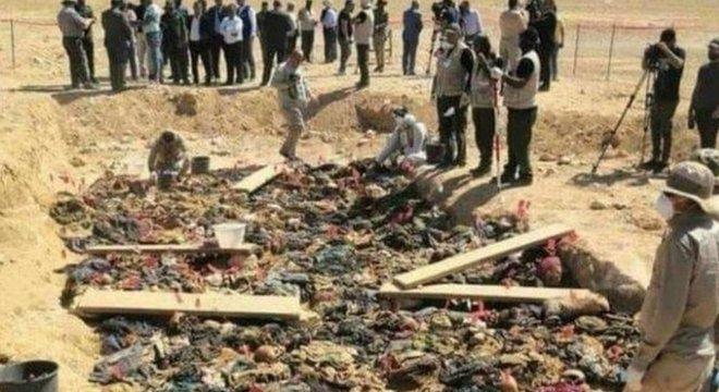 Três sepulturas abrigam os restos de mais de 100 pessoas da mesma família