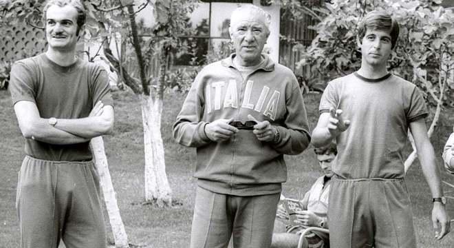Valcareggi, entre Sandro Mazzolla e Gianni Rivera