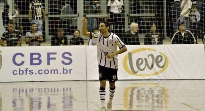 O ala Valdin conseguiu travar as contas bancárias do Corinthians