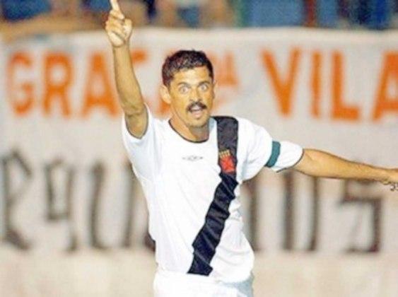 Valdir Bigode - Fez mais de 100 gols como profissional do Vasco. Auxiliar-técnico do clube que é torcedor e sócio por três anos, assumiu interinamente em 2018, mas não permaneceu como treinador.