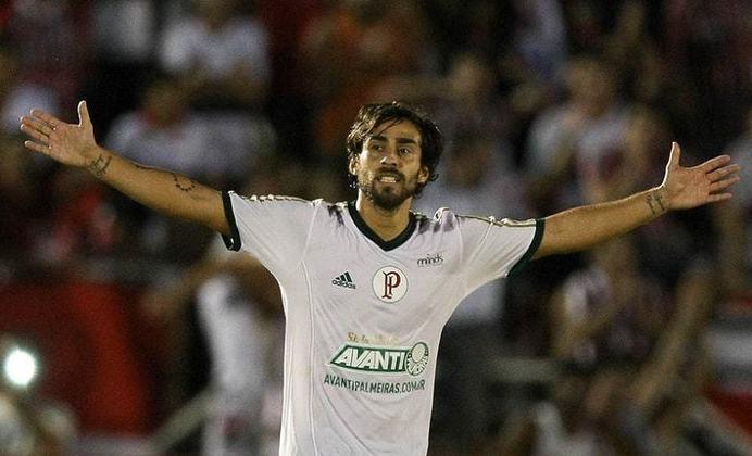 Valdivia divide a segunda colocação, com 49 assistências, mas atuou mais do que Cleiton Xavier. Em sete anos no clube (entre 2006 e 2008 e de 2010 a 2015), foram 241 jogos.