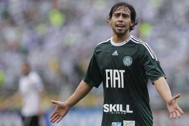 Valdivia - Ídolo do Palmeiras, o meia chileno jogou no Verdão em mais de 200 partidas, onde foi campeão da Copa do Brasil e do Paulistão. Pelo Chile, foi campeão da Copa América de 2015