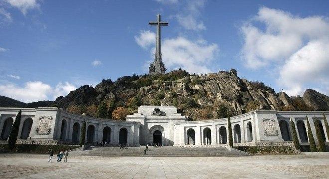 Restos mortais do ditador Francisco Franco estavam no mausoléu até 2019