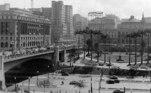 A foto retara o as novas obras do sistema viário e estacionamento no Anhangabaú, em 1940.