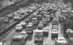 Congestionamento já faziam parte da rotina da região no entorno do Vale em 1979.