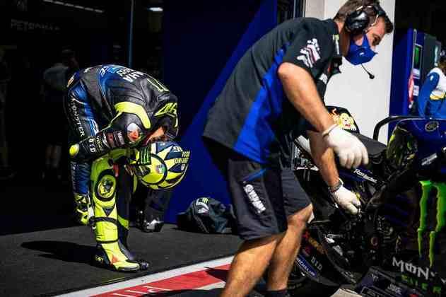 Valentino Rossi caiu no Q1 e não avançou