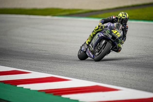 Valentino Rossi sofreu com a Yamaha