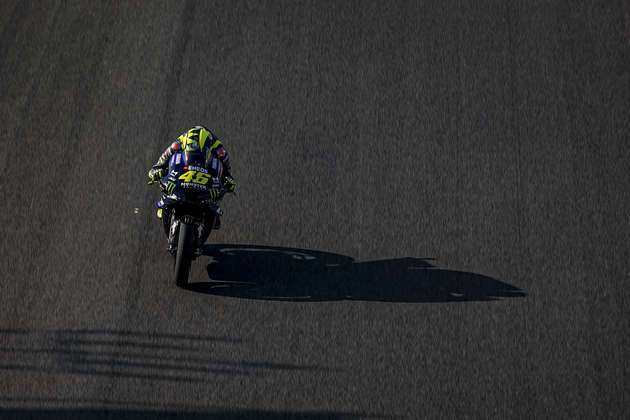 Valentino Rossi teve problemas e abandonou a corrida (Foto: Yamaha)
