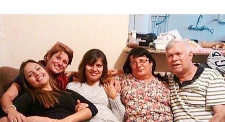 Ex de Dinho postou foto com família do cantor